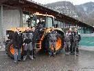 Erleichert die Arbeit des Teams des Bauhofs Nüziders: der neue John Deer-Traktor. Im Bild mit Bürgermeister Peter Neier (li.).