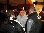 FBI VEU Stürmer Raimund Divis im Gespräch mit Fans