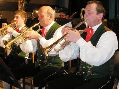 Harmoniemusik lädt ein zum Ostertanz