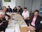 In neuer Sitzordnung: die Wahlhelfer am Dünserberg