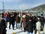 Interessierte Bregenzer beim Besuch des neuen Hafens