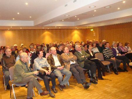 Interessierte Zuhörer beim Vortrag