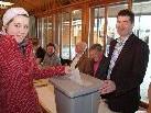 Jungwählerin Viktoria macht von ihrem Wahlrecht Gebrauch.