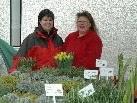 Kerstin Nitz & Ursula Frick boten frische Gartenkräuter und Blumen zum  Verkauf