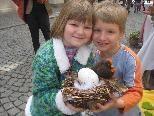 Lisa und Bernhard kamen gerne zum Ostermarkt.