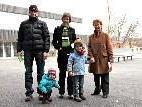 Mathias und Christine Albrecht mit Oma Marianne Malin und den Enkeln Paul und Sara