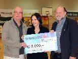 Sandra Nemetschke nahm den Scheck über dreitausend Euro entgegen.
