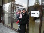 Wählen im neuen Wahllokal im Sozialzentrum