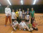 Der neue Trainer Steffen Birner mit tennisbegeisterten Kids
