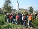 Die Zweitklässler der Mittelschule Hasenfeld waren mit Begeisterung beim Weidenbau-Workshop dabei.