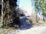 Die neue Straße im ersten Teilstück des Wanderweges zur Karrenseilbahn soll viele Erleichterungen bringen.