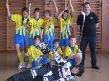 Junioren D Mannschaft des UHC Vikinger Götzis mit Trainer Simon Senoner