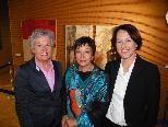 Künstlerin Lore Zumtobel mit den beiden Stadträtinnen Elisabeth Mathis und Judith Reichart