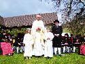 Pater Christoph mit Anna-Lena und Kilian samt MV
