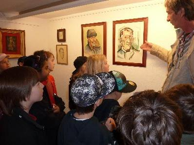 Spaß bei der MAP Kunstausstellung hatten die Volksschüler aus Schruns.