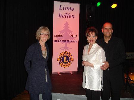 Theresia Fröwis mit Ina Wolf und Attila Buri.