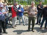 Bild: Agrar Obmann Günter Allgäuer begrüßt die zahlreichen Gäste beim Forsthof.