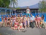 Bild: Leonie Hartl und ihre Freundinnen durften als erster in einen tollen Badesommer starten!