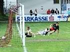 Der Ball ist drin, Julian Halder jubelt - 1:0 der Viktoria gegen den FC Egg.