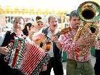 """Die Musikgruppe """"Der Weinland Express"""" runden das Rahmenprogramm ab."""