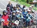 Die TeilnehmerInnen der BMX-School mit Trainerin Simone Dür