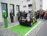 Eröffnung der ersten Strom-Tankstelle für Elektroautos im Leiblachtal vor der RAIBA in Hörbranz.