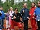 Kindertennistrainer Steffen Birner mit Kids