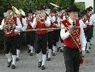 Mit Marschmusik die Bevölkerung erfreut.