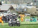 Per helikopter wurden die Löschkräfte ins Übungsgebiet geflogen.