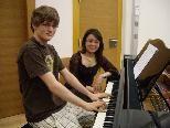 Thomas Pfanner und seine Klavierlehrerin Mayu Namba.