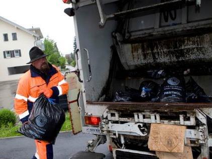 Unter folgendem Link können Sie mit Ihrer Adresse Ihren jeweiligen Müllsprengel herausfinden: http://www.dornbirn.at/Muellkalender.990.0.html