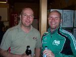 VfB-Coach Rainer Zwischenbrugger (re.) mit seinem Trainerkollegen Patrick Feurstein vom FC Mellau.