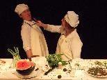 """Witzige Interpretation von """"Romeo & Julia"""": Eine Küchenschlacht mit Chili - alias  Romeo."""