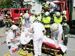 Übung mit Verletztenbergung durch Feuerwehr und Notarztteam.