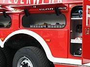 Der Motorradlenker dürfte das Feuerwehrauto übersehen haben.