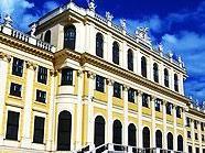 Der Wettergott ist den Besuchern vor Schönbrunn hoffentlich wohl gesonnen.