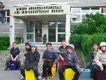 """Die """"Kleinen"""" besuchen die """"Großen"""" an deren Schule in der Negrellistraße"""