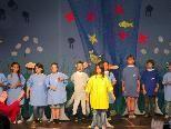 """Die Schüler der 2 a Klasse Markt gaben das Musical """"Der Regenbogenfisch"""" zum Besten"""