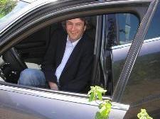Michael Tinkhauser genießt das Autofahren mit seinem Audi A4.