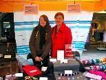 Rebekka und Angelika Ferlemann präsentieren ihre dynamische Maschen-Mode beim Johannimarkt