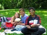 Sara war stolz auf ihren Teig für Wickelbrot, welchen sie mit Dragisa und Abdullah teilte