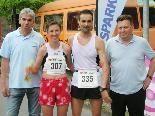 Stadtlauf-Sieger Sascha Walland und Brigitte Schoch mit Gerhard Hafner (TS) und StR. Friedl Dold.