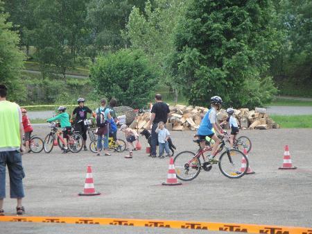 Viel Spaß hatten die Kinder beim Mountainbikerennen in Vandans.