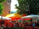 Viele Feldkircherinnen und Feldkircher trafen sich beim Wasserturm zum 11. Brunnenfest der Großhammerzunft