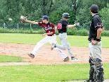 Wieder ein Base gewonnen - der Fuß steht drauf, bevor der Ball eintrifft.