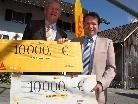 Über ein 20.000 Euro-Geschenk von Sika konnte sich Bürgermeister Harald Witwer freuen.