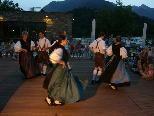Bild: Einen abwechslungsreichen und romantischen Heimatabend bot die Trachtengruppe Bludenz im Alpencamping in Nenzing.