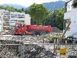 Bild: Schwerfahrzeuge prägen das Bild des einstigen Schulhofes vom Schulzentrum Gisingen Oberau.