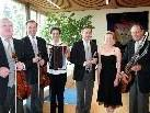 Die Wiener Symphonia Schrammeln mit Birgit Plankel.