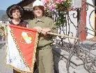 Fahnenpatin Lotte Getsch übergab an die Bludescher Jungflorianis die neue Fahne.